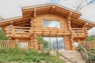 casa din lemn rotund din Franta la Font-Romeu